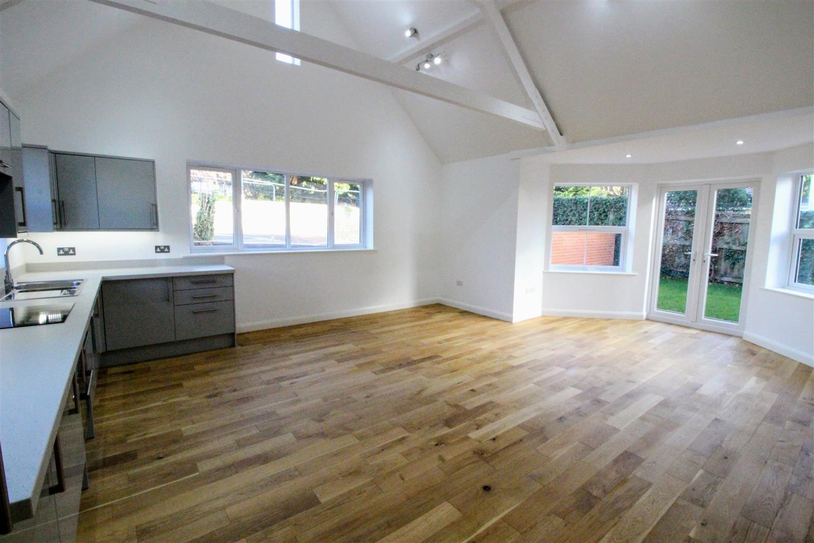 2 Bedrooms Bungalow for sale in Belmont Crescent, Swindon